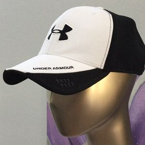 Under Armour black and white large hat